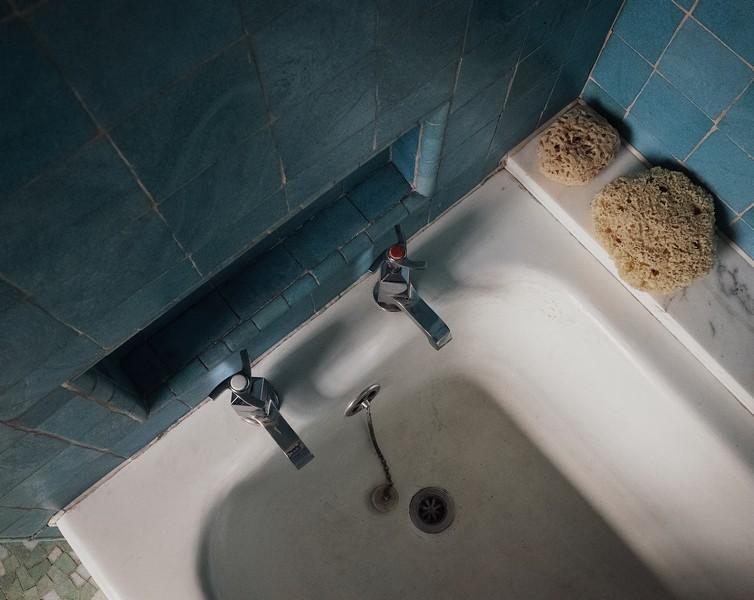 baignoire avec des éponges de mer