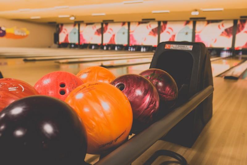 piste de bowling avec les boules